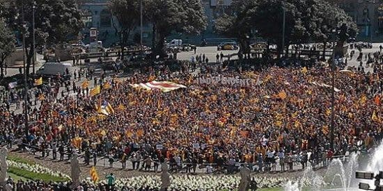 """Al grito de """"independencia"""" en el centro de Barcelona"""