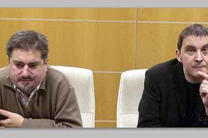 El socialista Eguiguren visita en la cárcel a su 'amigo' el etarra Otegi