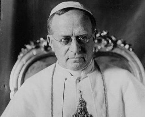 El Papa Pío XI ordenó a los obispos que colaboraran con Franco