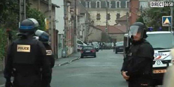 La policía francesa acorrala al asesino de la cámara de fotos