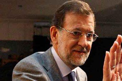 Rajoy reprocha al PSOE no haber sido capaz de limitar el sueldo a los banqueros