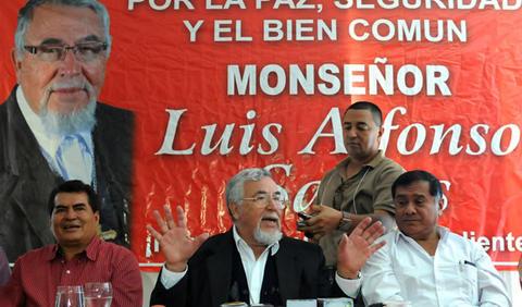 El obispo Santos oficializa su candidatura a la presidencia de Honduras