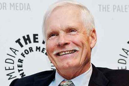 Ted Turner vive con cuatro mujeres para compensar el divorcio de Jane Fonda