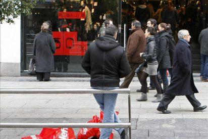 La confianza de los consumidores subió en marzo por primera vez este año