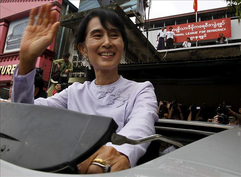 La Comisión Electoral birmana confirma la abrumadora victoria de Suu Kyi
