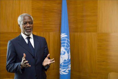 El enviado de la ONU, Kofi Annan, visita a los refugiados sirios en Turquía