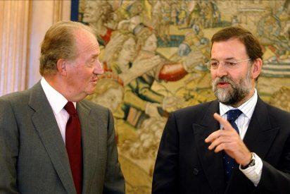 El rey recibe a Rajoy en un despacho con el que reanuda su actividad oficial