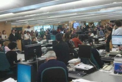 """Los trabajadores de 'El País' increpan a su comité de empresa: """"¿Vosotros estáis con nosotros o con Comisiones Obreras?"""""""