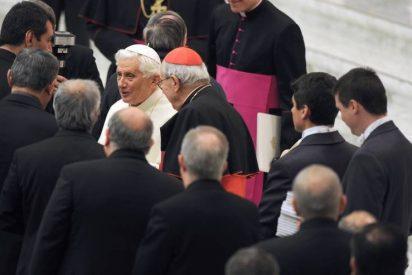 """Benedicto XVI pide a los sacerdotes sacrificio en su misión, """"hasta dar la vida"""""""