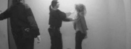 Multa de 450 € para la 'mosso' que dio una bofetada a una detenida