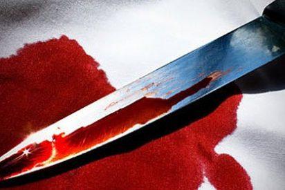 Se salva de morir degollada haciéndose la muerta con 8 cuchilladas