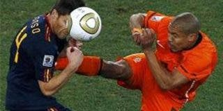 """Howard Webb, al que la prensa española llamó """"inepto"""" tras la final del Mundial de Sudáfrica, se cruza en el camino del Real Madrid"""