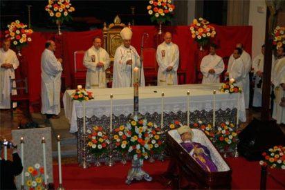El obispo Felipe Fernández es velado en la catedral de Tenerife