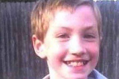 Dejan morir de hambre a su hijo de 11 años 'por portarse mal'