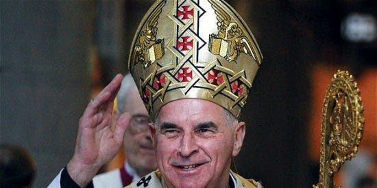 El primado católico británico insta a los cristianos a portar un crucifijo