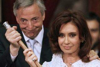 Kirchner pone en la tumba de su marido el decreto para expropiar YPF