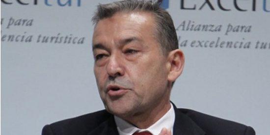 Rivero sube los impuestos en Canarias y baja el sueldo a los funcionarios