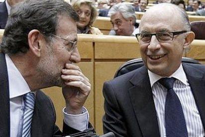 Rajoy dejó a Montoro solo ante la oposición en el Congreso y el Senado
