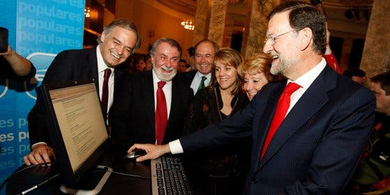 La comunicación del Gobierno falla en internet: su imagen se hunde