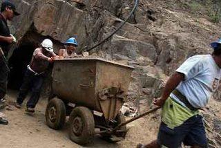 Los mineros peruanos: 'Rezamos para que pronto nos rescaten de acá'