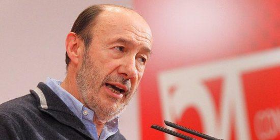 """Rubalcaba a Rajoy: """"Deje de ser el último mohicano de la austeridad"""""""