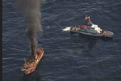 Hunden a cañonazos el 'barco fantasma' que el tsunami llevó a Alaska