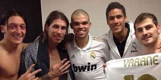 Casillas cuelga en la Red fotos de la juerga en el vestuario del Camp Nou