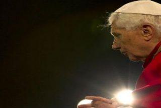 """El Via Crucis del Papa en el Coliseo: """"En la aflicción y la dificultad, no estamos solos"""""""
