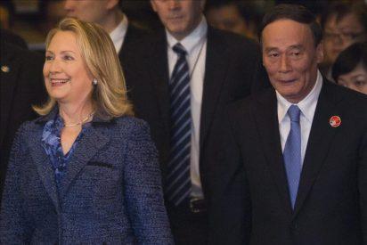 Clinton pide a China más respeto a los derechos humanos en medio de tensiones por el caso Chen