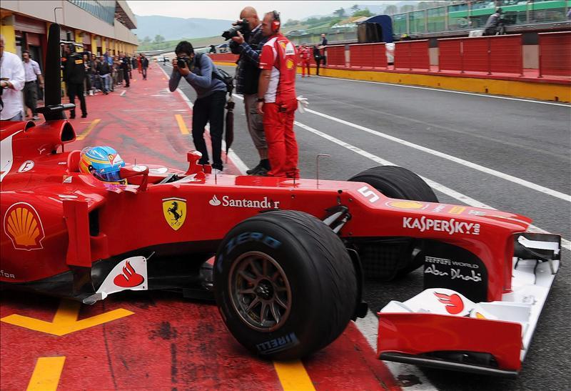 Alonso se sale de pista durante los entrenamientos en Mugello