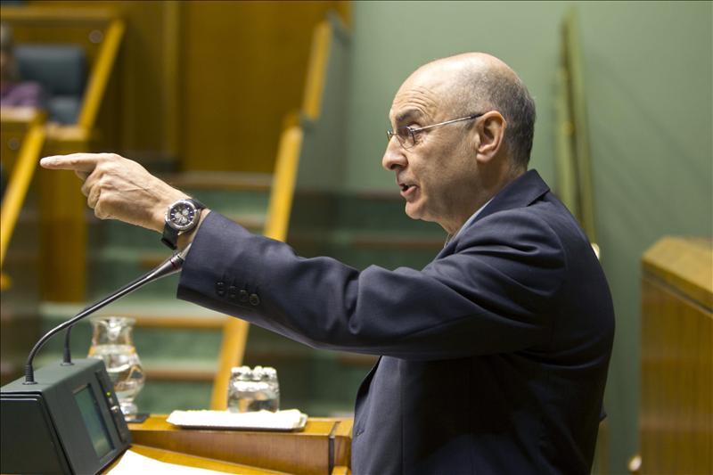 El consejero vasco de Interior defiende el plan de reinserción de presos de ETA