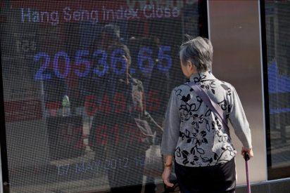 El índice Hang Seng cae el 1,18 % o 237,74 puntos a media sesión