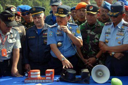 Recuperan la caja negra del avión ruso estrellado en Indonesia