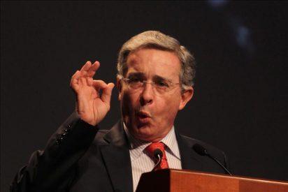 Uribe carga de nuevo contra Santos y dice que impuso la impunidad en Colombia