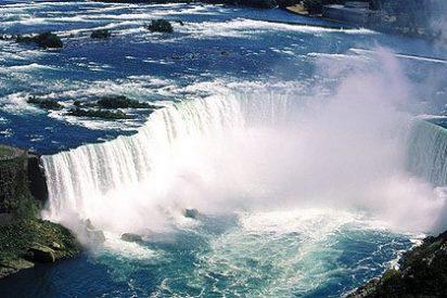 Un hombre sobrevive tras tirarse por las cataratas de Niagara