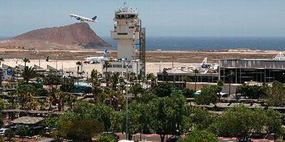 Dos detenidos en Tenerife por amenaza de bomba en un avión