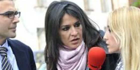 Aída Nízar es agredida e insultada por una mujer a la que quería entrevistar en 'Sálvame'