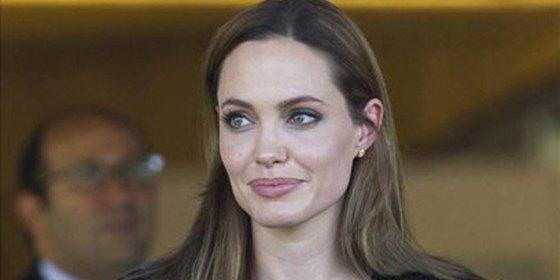La actriz Angelina Jolie quiere engordar para su boda con Brad Pitt