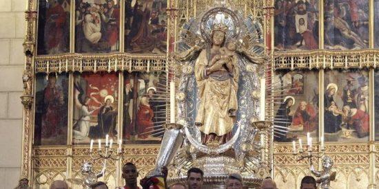 El Atlético de Madrid ofrece el título a la Virgen de la Almudena