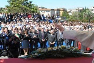 """Benedicto XVI advierte del """"peligroso desequilibrio"""" entre la experimentación científica y la moral"""
