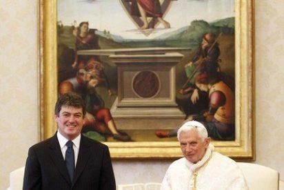 Benedicto XVI analizó con el presidente de Albania la crisis económica