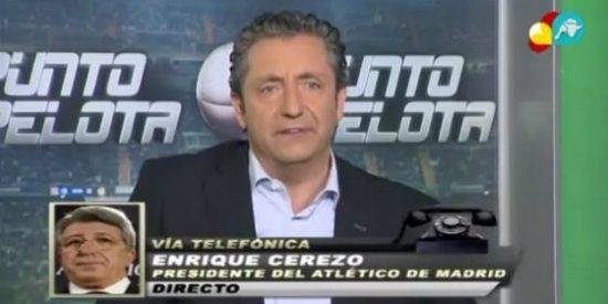 """Josep Pedrerol atiza a Enrique Cerezo: """"¿Cómo puede estar un presidente haciendo el 'pasillo' y recogiendo una medalla?"""""""
