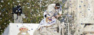 """Iker Casillas lo da """"todo por la afición"""" en la celebración del Real Madrid en la Cibeles"""