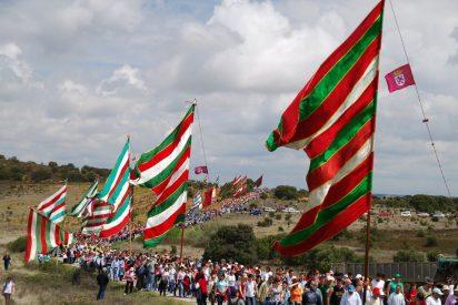 Más de 30.000 personas y 70 pendones en la romería leonesa de Castrotierra