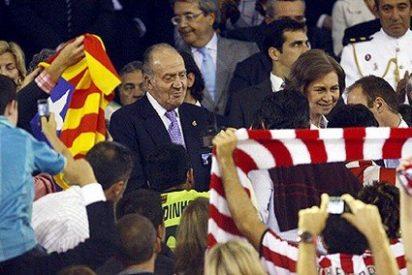 Una Copa del Rey, entregada por un Príncipe y recogida por un republicano