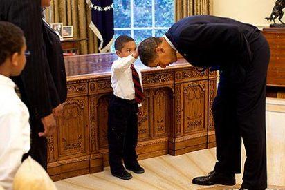 La foto del niño que se atrevió a tocar la cabeza del Señor Presidente