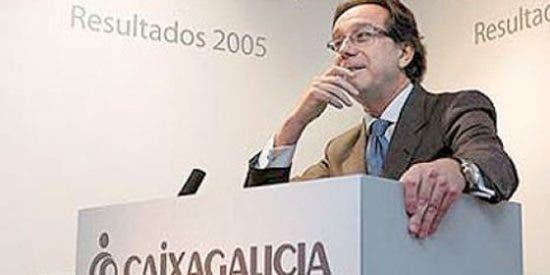 El jubilado de oro José Luis Méndez (Caixa Galicia) es abucheado en las calles y restaurantes de La Coruña