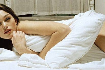 Keira Knightley luce su anillo de compromiso por las calles londinenses