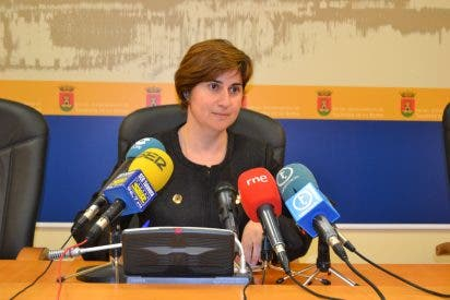 La concejal de Empleo lamenta las continuas descalificaciones del PSOE y llama a todos a buscar inversiones