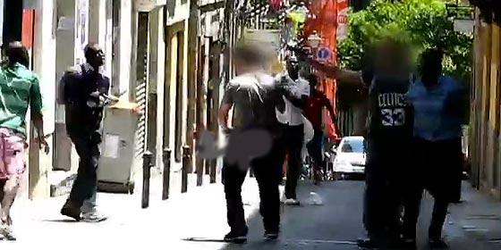 La detención de un mantero africano termina en tiroteo en Madrid